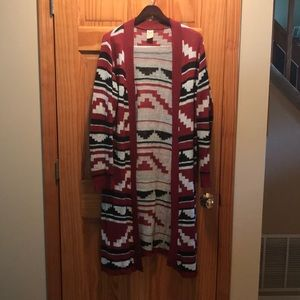 Red, Black & white patterned duster, size XL
